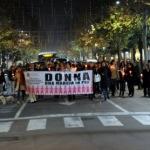 A CIVITANOVA IN TANTI PER LA FIACCOLATA CONTRO LA VIOLENZA SULLE DONNE