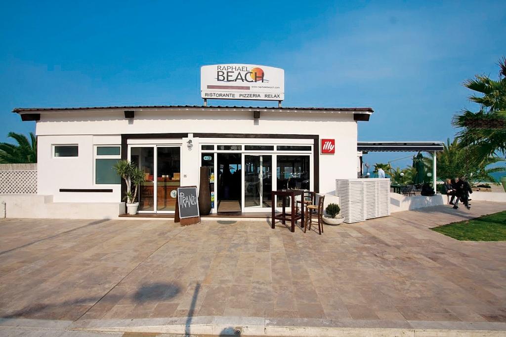 raphael-beach