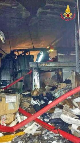 Incendio calzaturificio Morrovalle