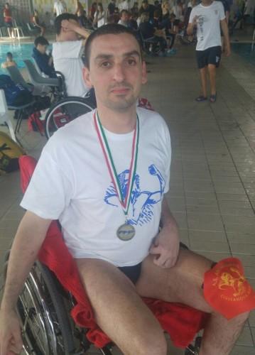vincenzo-con-il-bronzo-nei-50-stile-libero