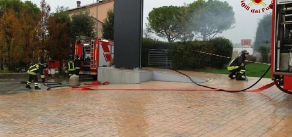 Passo di Treia, incendio stabilimento industriale mobili