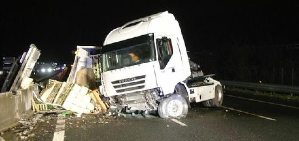Incidenti stradali: si ribalta tir, un morto lungo A14 a Gabicce Mare