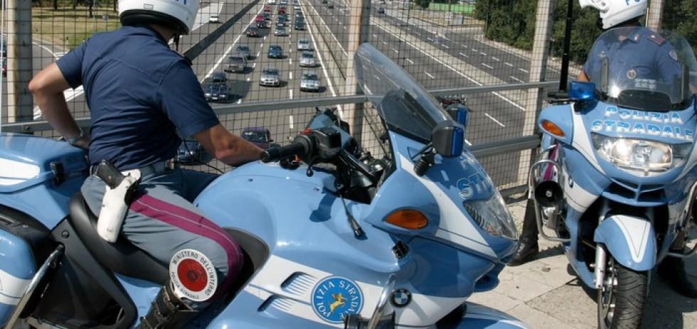 Polizia stradale polstrada agenti poliziotti moto