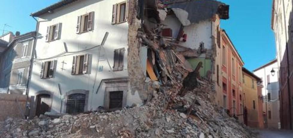 Terremoto: un palazzo nel centro storico di Camerino ad un anno dal sisma