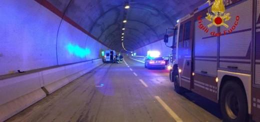 Incidenti stradali: pulmino con ragazze squadra di basket in galleria Varano su SS77