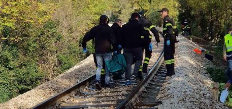 MACERATA - Persona investita da treno.