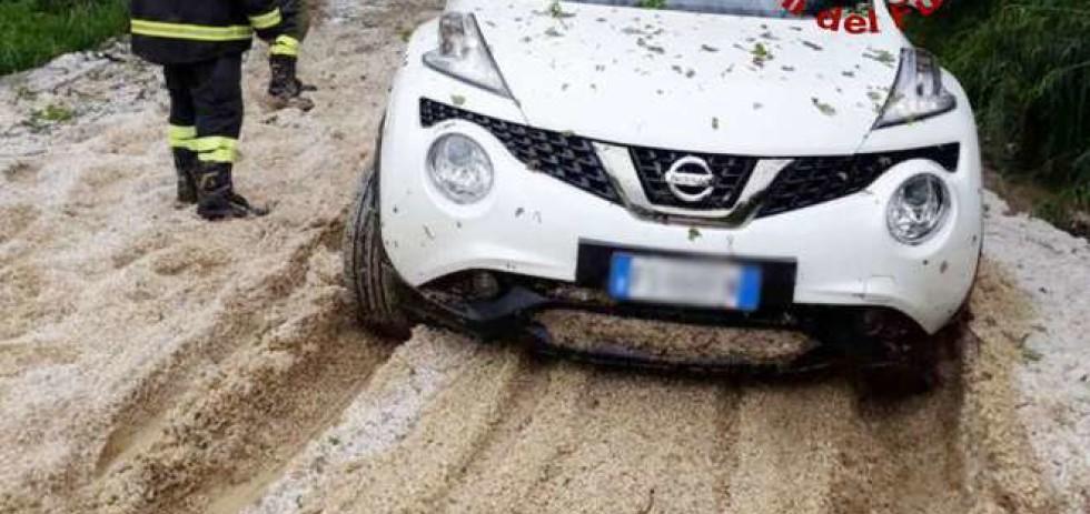 Maltempo a Ancona, Osimo Filottrano con pioggia, vento e una grandinata.