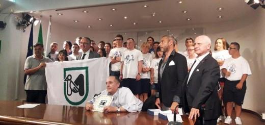 Il presidente della Regione Marche Luca Ceriscioli premia gli atleti paralimpici dell'Associazione Anthropos
